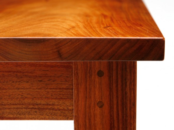 Amanda Table detail